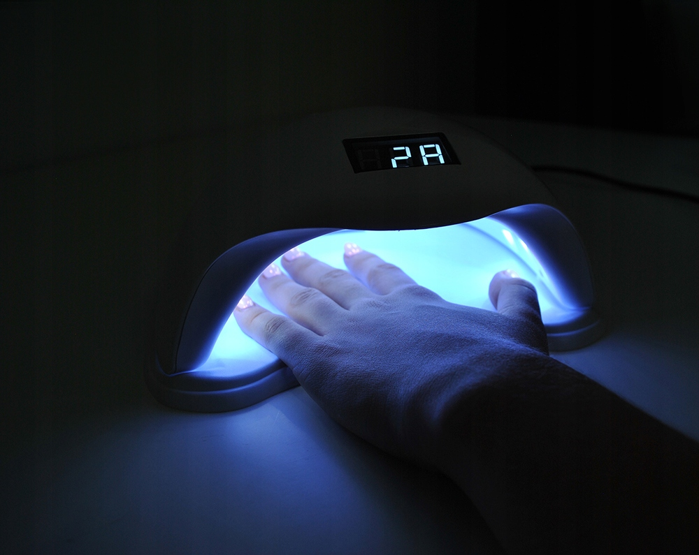 Lampa UV do robienia paznokci