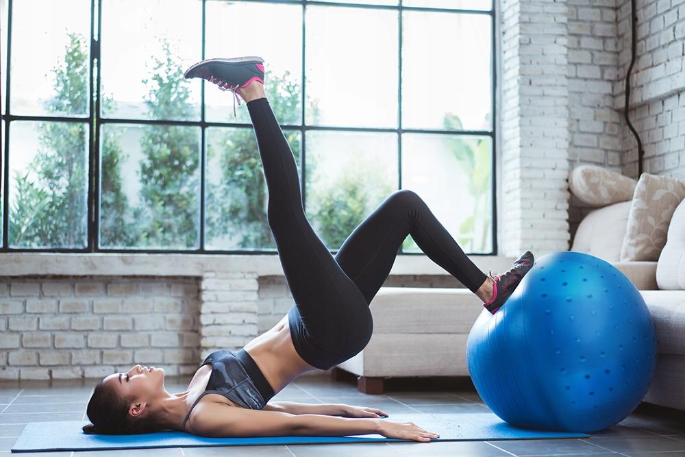 Pompowana piłka gimnastyczna do ćwiczeń i rehabilitacji